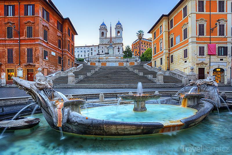 Španělské schody a fontána Barcaccia