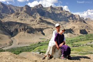Ivana Jirešová s dcerou Sofií v indické vesnici Mulbekh