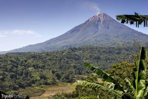 sopka na ostrově Flores