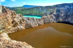 jezera v aktivním vulkánu Kelimutu