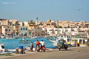 přístav ve městě Lampedusa