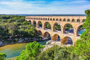 pýchou jižní Francie je akvadukt Pont du Gard