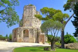 věž Tour Magne ve městě Nîmes