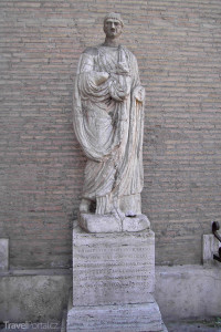mluvící socha – Opat Luigi