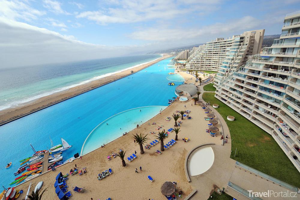 největší venkovní bazén světa je v letovisku San Alfonso del Mar