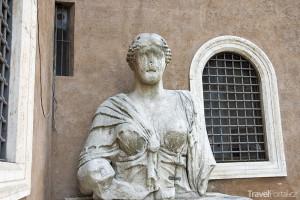 mluvící socha – Madame Lucrezia