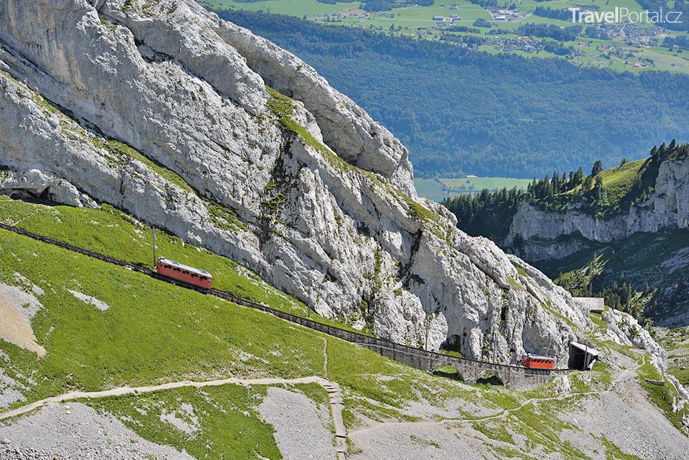 železnice směřující na vrchol hory Pilatus