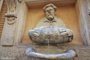 mluvící socha – Facchino