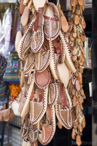 Tradiční kožené boty v Makedonii