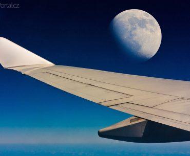 Let kolem Měsíce