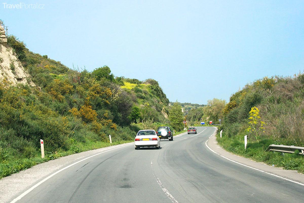silnice na ostrově Kypr