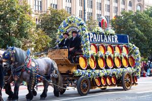 Vůz pivovaru Paulaner Oktoberfest