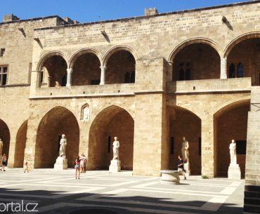 sochy v Paláci velmistrů