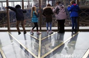 Eiffelova věž prosklená podlaha