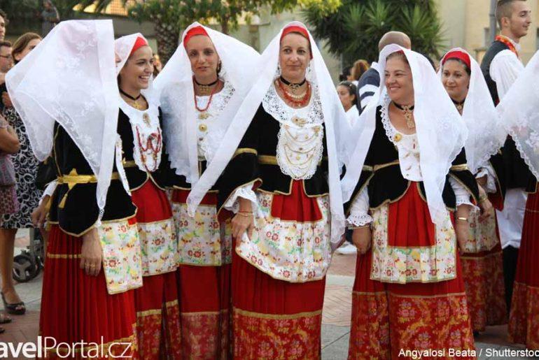 Sardinie tradiční kroje