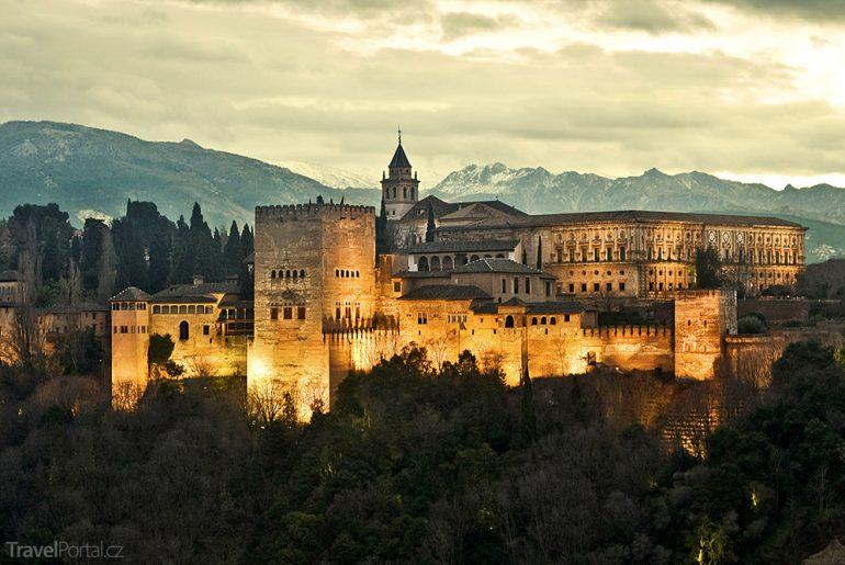 Alhambra v noci