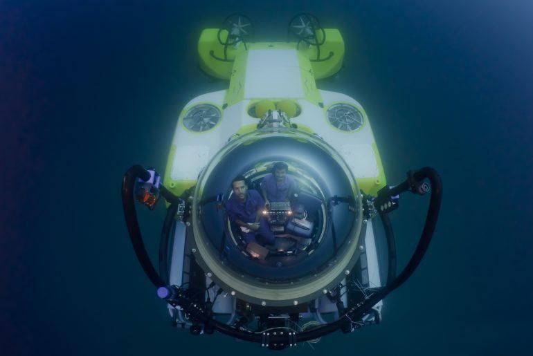 ponorka Triumph pod hladinou
