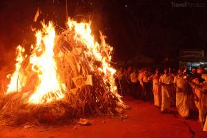 Holika v plamenech Indie