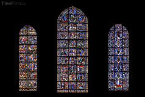 okna katedrály v Chartres