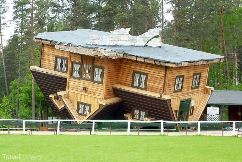 obrácený dům Polsko