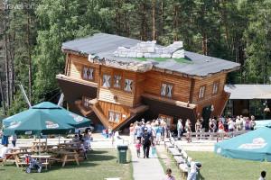 převrácený dům Szymbark