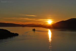 pohled na půlnoční slunce nad Grónskem