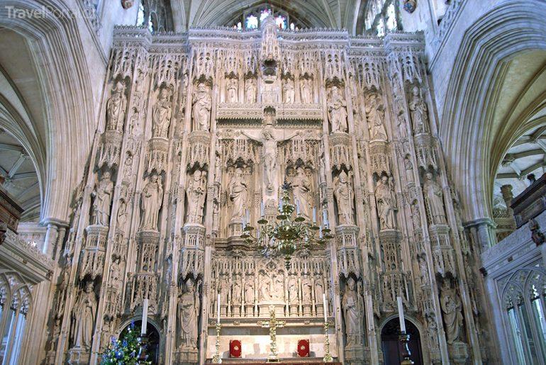 vnitřek katedrály ve Winchesteru