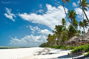 pláž s bílým pískem Zanzibar