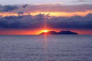 ostrov Sazan z dálky