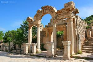 Hadrianův chrám