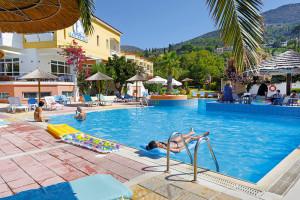bazén v hotelu Samian Blue Seaside Samos
