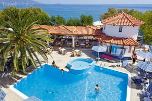 bazén hotelu Votsalakia Beach na ostrově Samos