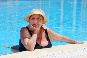 Jaroslava Obermaierová se na Djerbě koupala v hotelovém bazénu