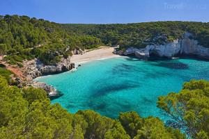 pláž na Menorce