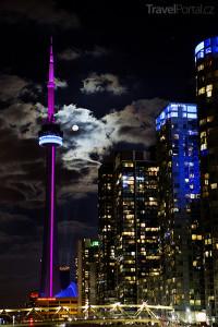 CN Tower a Toronto v noci