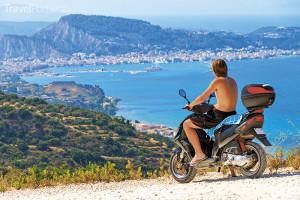 motocyklista na ostrově Zakynthos