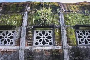 Kuřecí kostel na ostrově Jáva chátrá