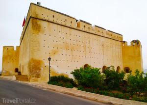 Velký okruh Marokem obnášel i zastávku u kasby nad Fezem