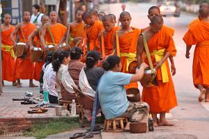 mniši v Laosu