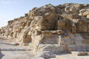 zbytky pyramidy u Abú Rawáš