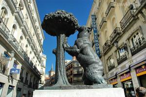socha El oso y el Madroño