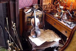 housle v Muzeu Sherlocka Holmese