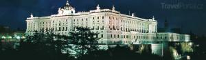 královský palác Palacio Real v noci