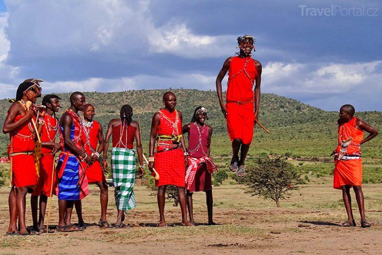 Masajové v Ngorongoro