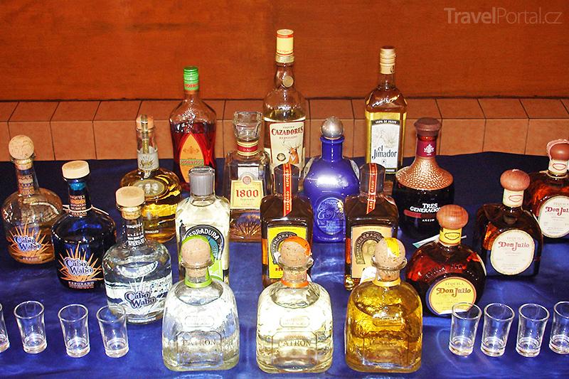 tequila a stříkající nápojpono sex