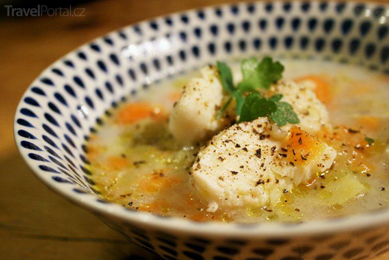 tradiční řecká polévka psarosoupa