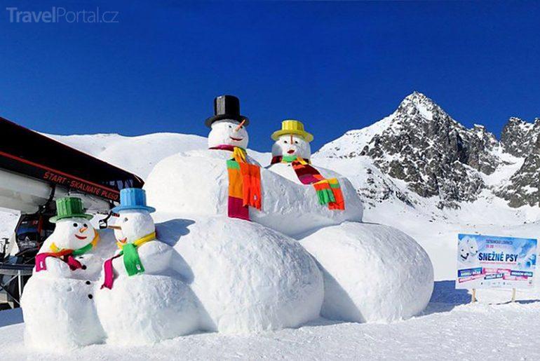 sněhuláci na Skalnatém plese