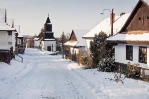vesnice Hollókő v zimě