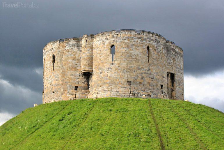 Cliffordova věž ve městě York