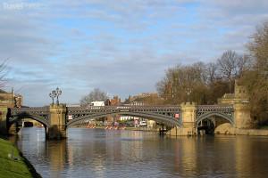 most ve městě York